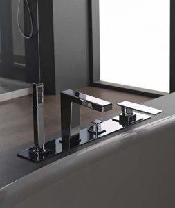 choisir une baignoire : types et robinetterie | atout assistance - Robinetterie Sur Gorge Pour Baignoire